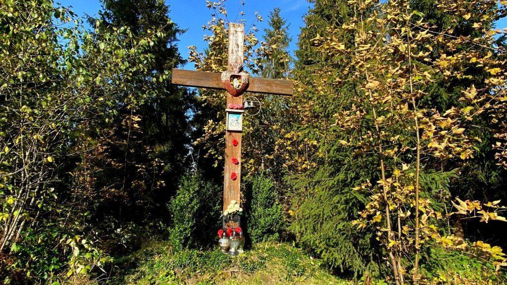 Krzyż z dzwonkami