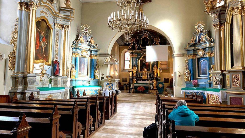 Wnętrze starego kościoła w Suchej