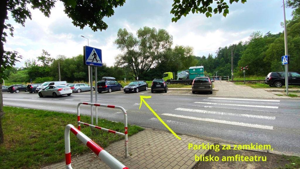Parking za zamkiem w Żywcu
